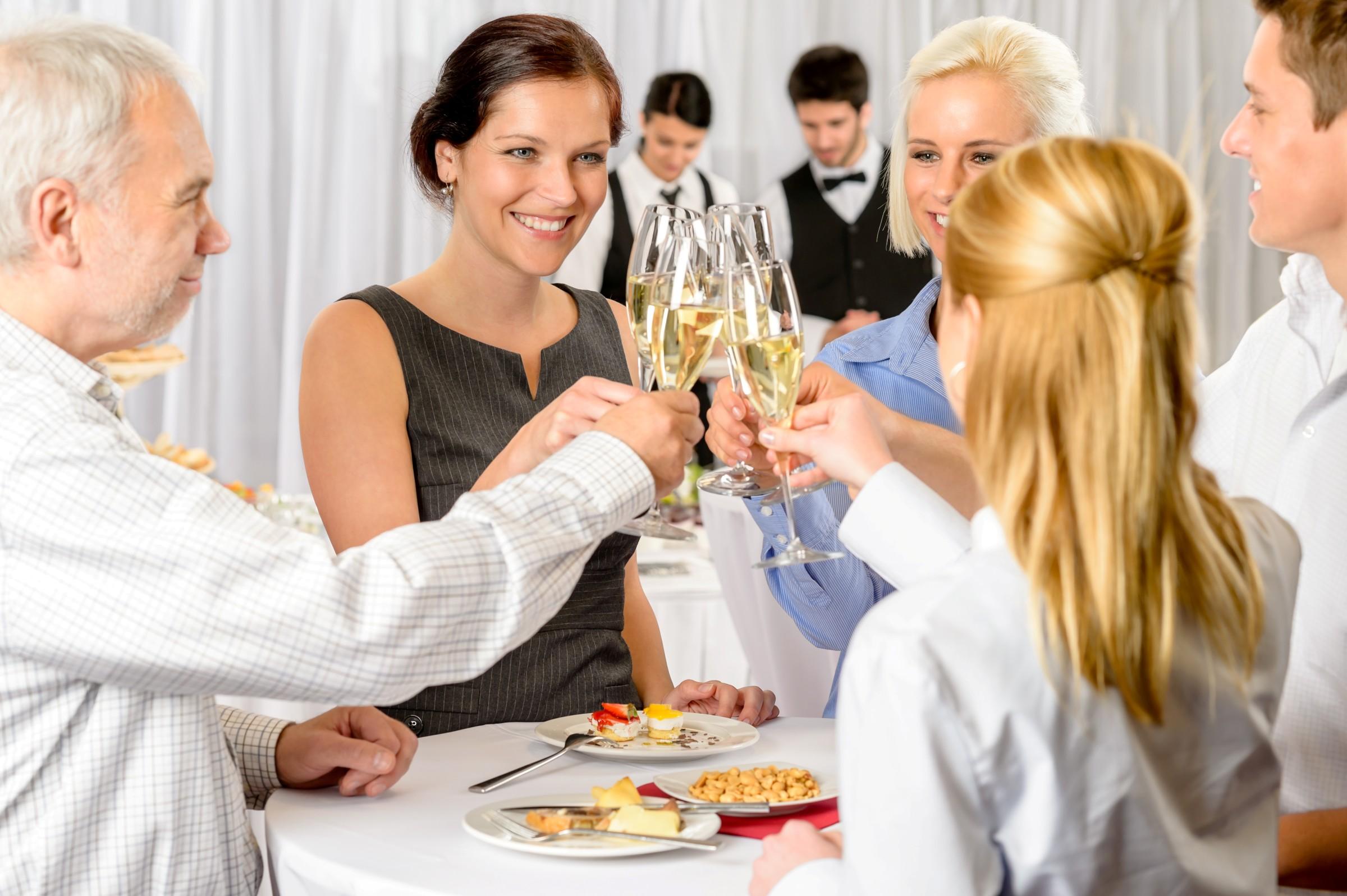 Как организовать встречу гостей и знакомство с ними