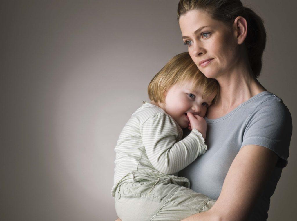 Может ли мать одиночка без личной жилплощади встать в очередь на квартиру
