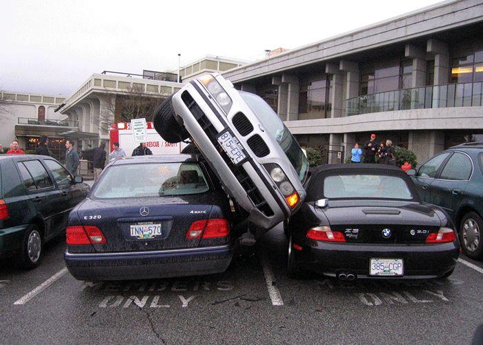 Машина разбита на парковке осаго поможет