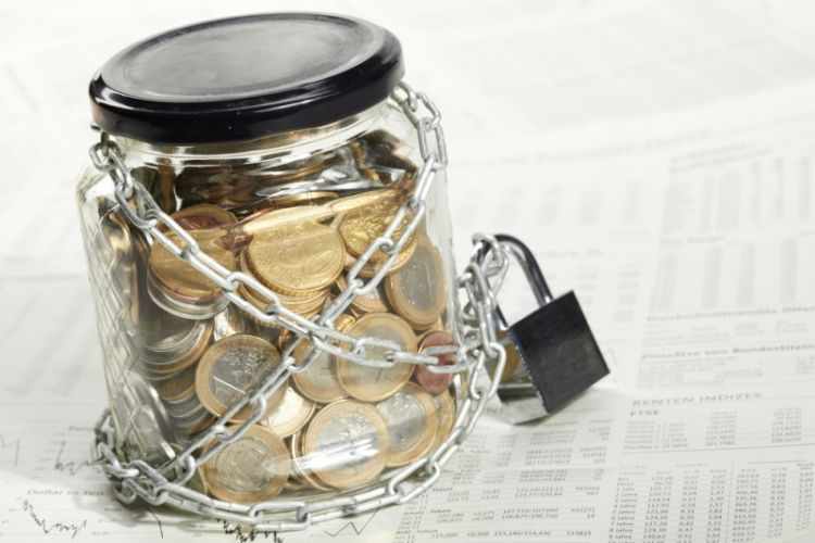 Как оспорить арест денежных средств приставами?