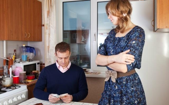 Как взыскать алименты на содержание супруги?